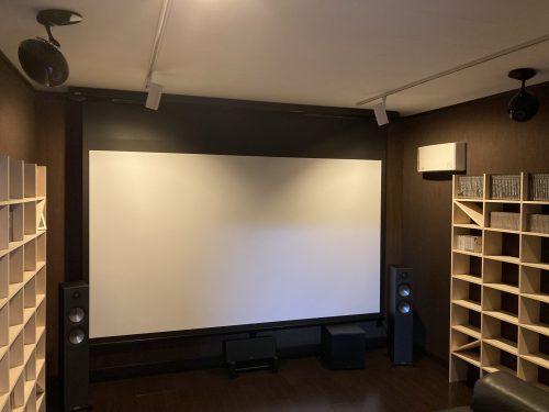 映画館よりもゆっくり鑑賞できる防音仕様の専用シアタールーム