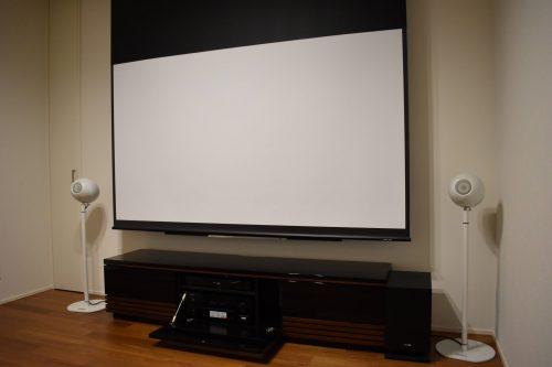 大画面スクリーンでも、テレビでも楽しめる4Kシアタールーム